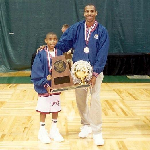 Mike Conley Sr. con Mike Conley Jr.