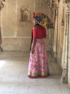 a-mujer-vestida-de-domingo