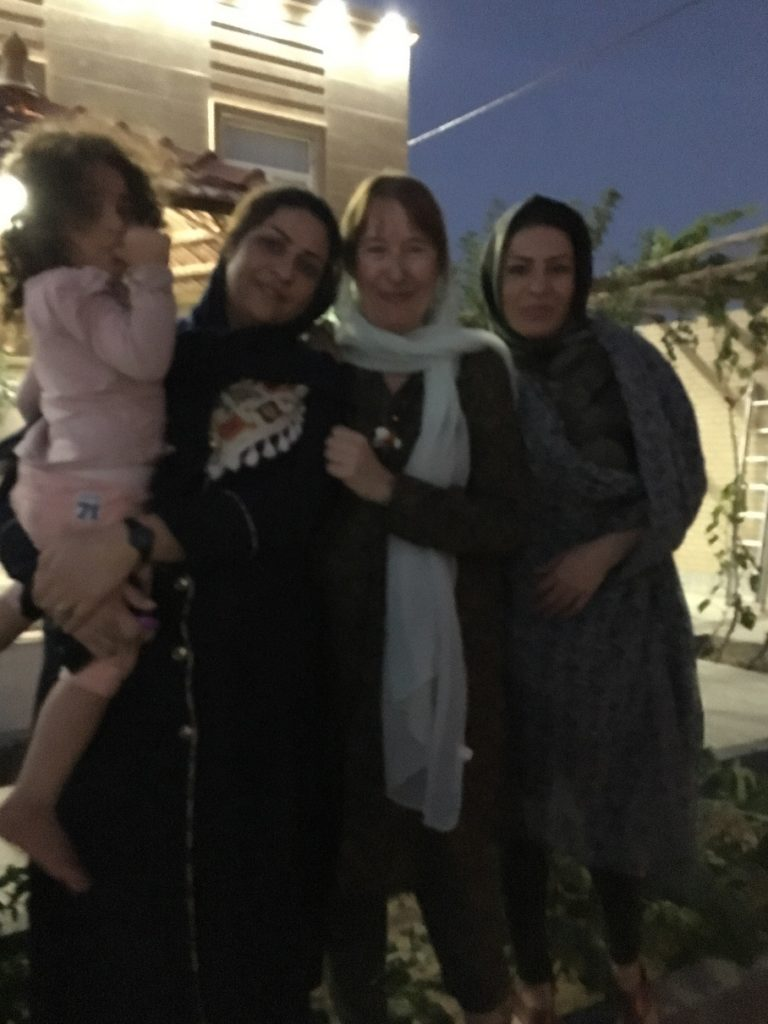 iran-cecilia-con-mujeres