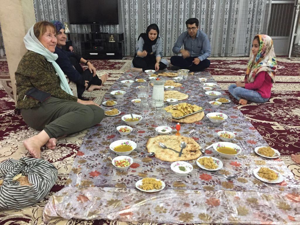 iran-comiendo-en-familia