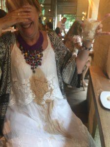 cecilia-despues-de-tirarse-el-cafe