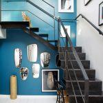 1-escalera pared azul
