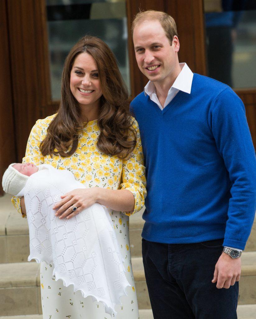 Los Duques de Cambridge a la salida del hospital cuando nació su hija Charlotte