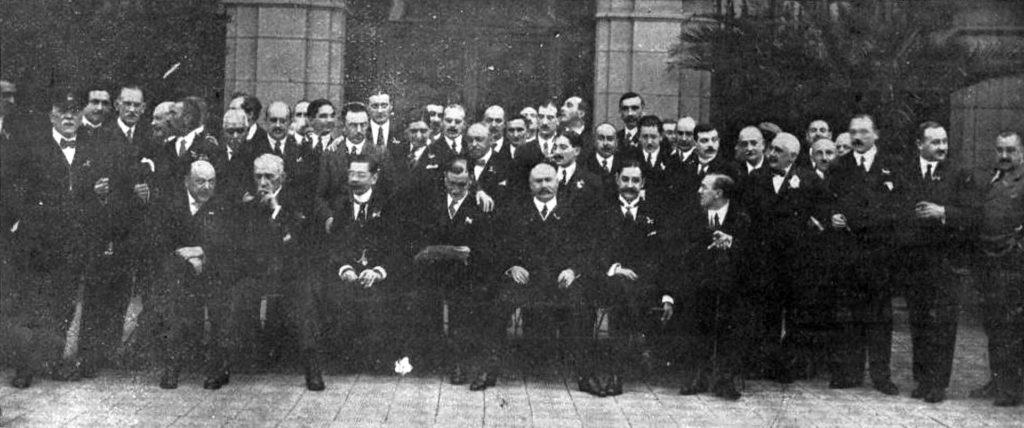 Cónsules y demás participantes en el banquete del Gran Casino. Hormiga de Oro.