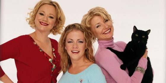 UNITED STATES - AUGUST 15: SABRINA, THE TEENAGE WITCH - gallery - Season Four - 8/15/99, Caroline Rhea, Melissa Joan Hart, Beth Broderick, Salem the cat, (Photo by Bob D'Amico/ABC via Getty Images)