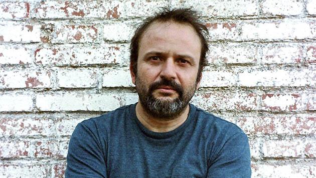 """GRA162. MADRID, 18/12/2013.- FotografÌa facilitada por la agencia Prisma Ideas, del dramaturgo y director madrileÒo Juan Cavestany, que ha presentado """"Gente en sitios"""", una pelÌcula """"sobre cÛmo intentamos resolver las crisis"""". EFE/ ***S""""LO USO EDITORIAL***"""